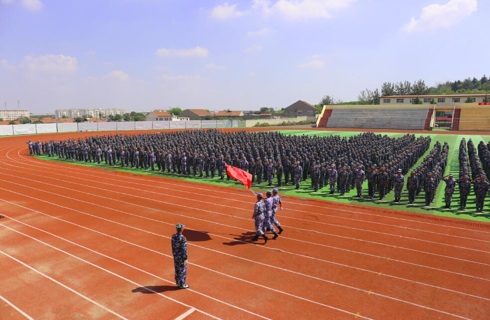 青岛求实职业技术学院举行2018级新生军训会操暨开学典礼
