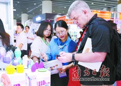 广交会第二期在广州琶洲会展中心开幕