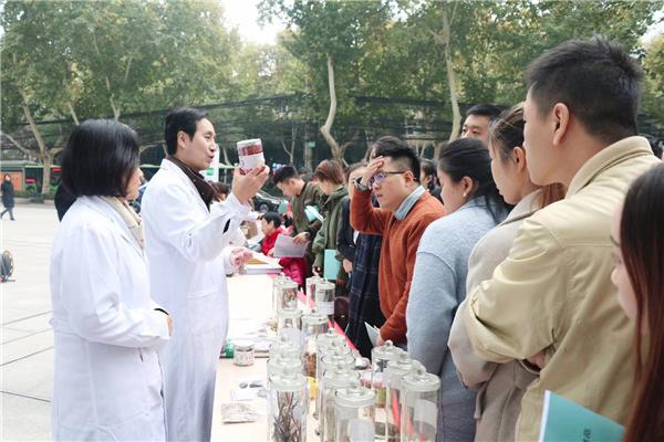 陕西省药品监管局开展食药安全进社区活动