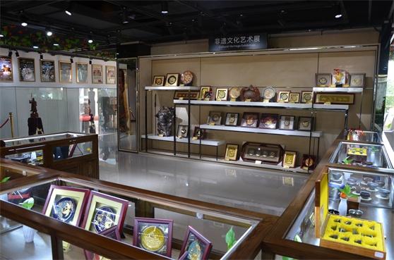 厦门自贸区举办纪念改革开放40周年中外文化交流展
