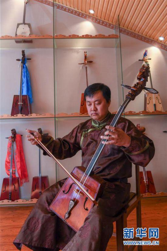 (文化)(7)马头琴制作人白苏古郎:传承非遗文化 传唱民族声音