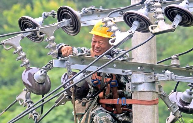 江西永丰:紧急抢修  受损电网全部恢复供电