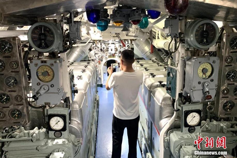 """海军退役潜艇""""银川号""""入驻银川军博园"""