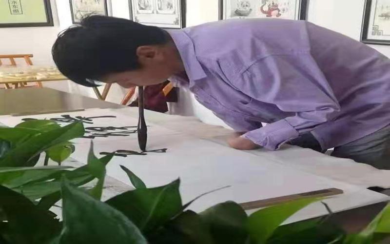 河南南召县袁西克  残疾青年勤奋励志 演绎精彩人生