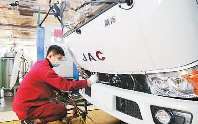 中国工业平稳向好 前三季度规上工业增加值同比增长1.2%