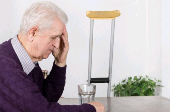 睡眠不好竟然引发胃病 六旬老人一睡觉就犯恶心