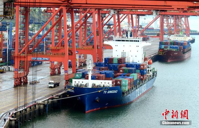 资料图为厦门港海天集装箱码头。 lt;a target=_blank href=http://www.chinanews.com/gt;中新社lt;/agt;记者 王东明 摄