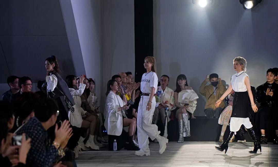 境遇未来!无界威风凛凛IX·21SS春夏年夜秀!钱塘湾艺术馆首秀!