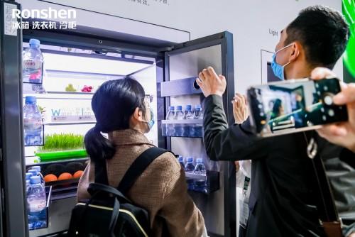 容声WILL智慧健康管理冰箱:边追剧边烹饪,娱乐美食两不误